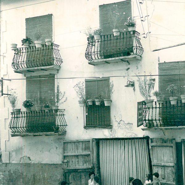 Tomando la fresca con vecinos - Antigua Posada Roda de Beceite